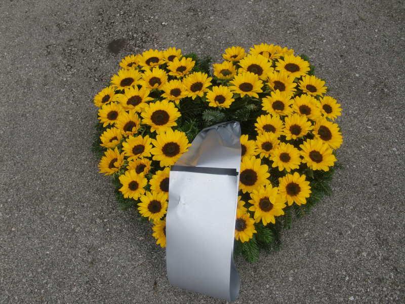1 Herz mit Sonnenblumen