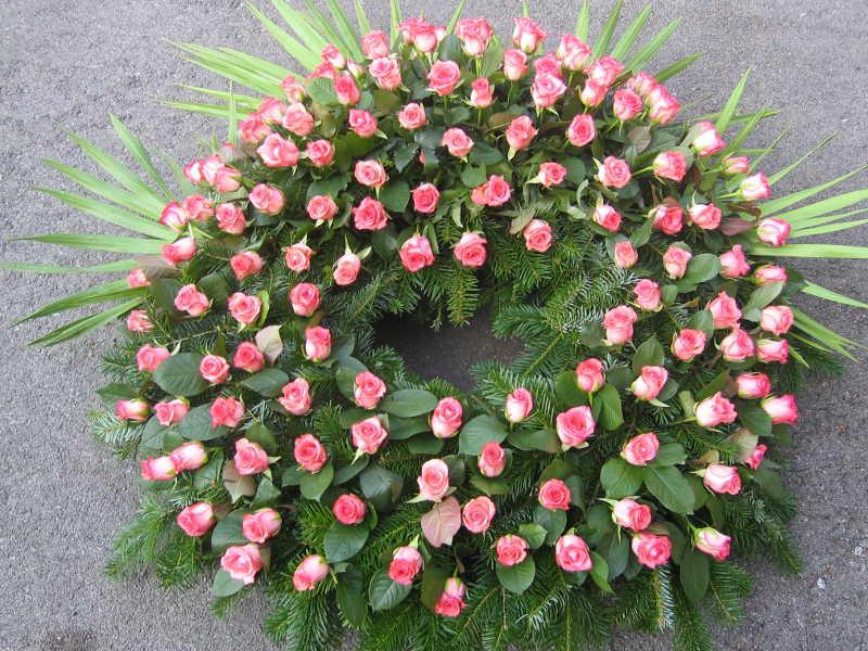 14 Trauerkranz mit Rosen pink