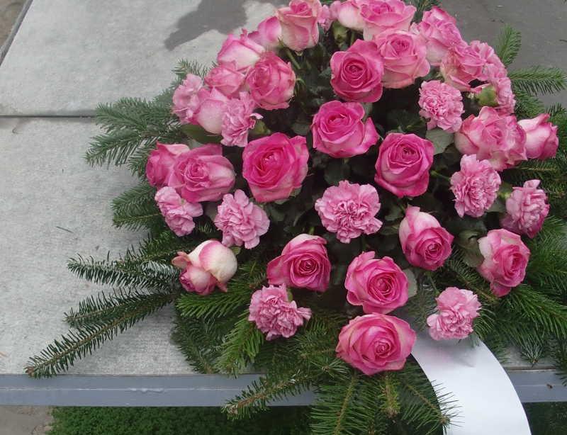 21 Bukett mit pinken Rosen und Nelken