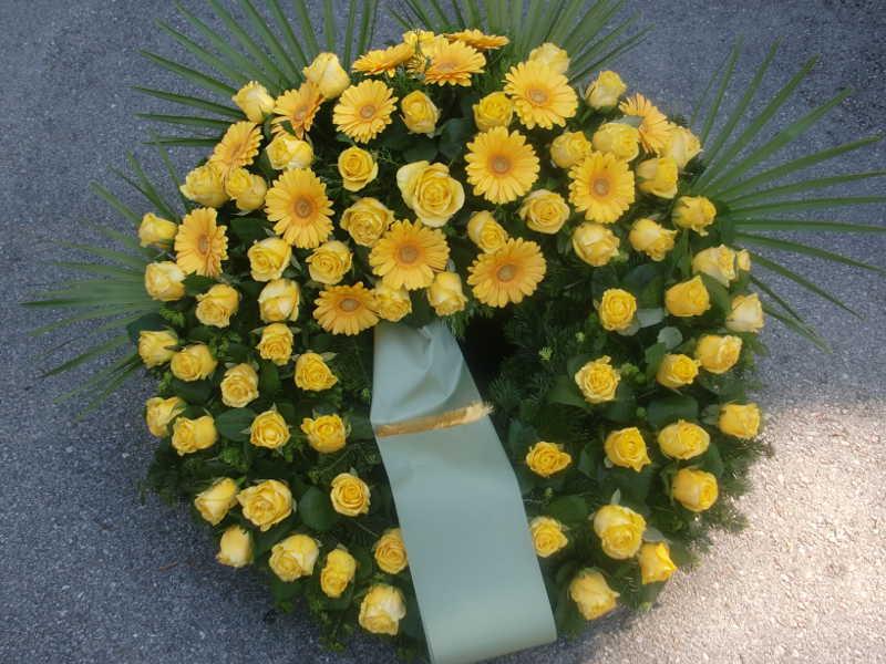 25 Trauerkranz mit Rosen und Gerbera gelb