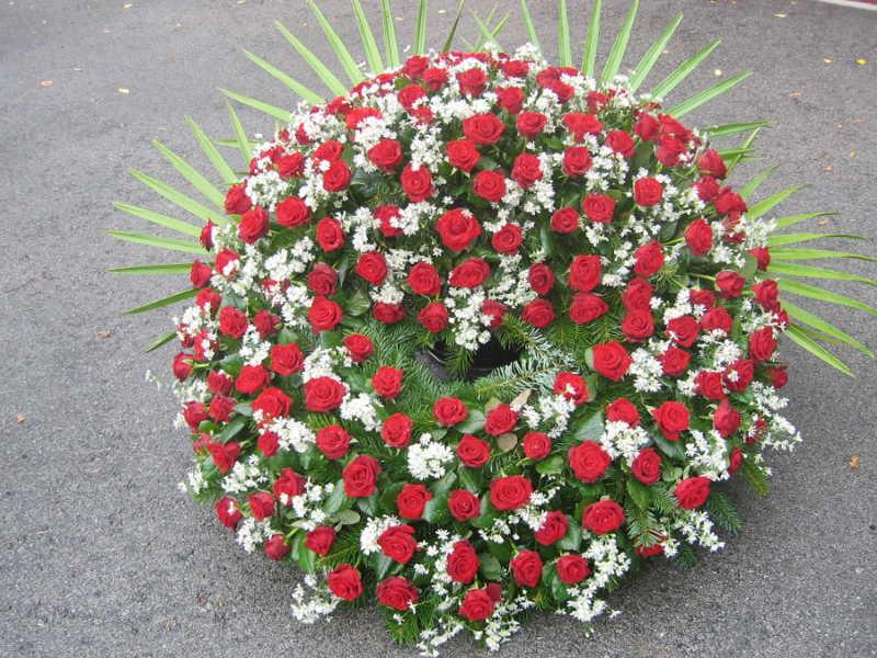 3 Trauerkranz rote Rosen