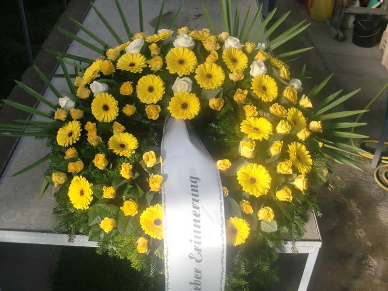 30 Trauerkranz mit gelben Gerbera und Rosen