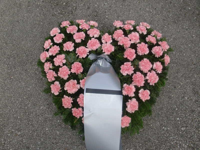 4 Herz mit rosa Nelken