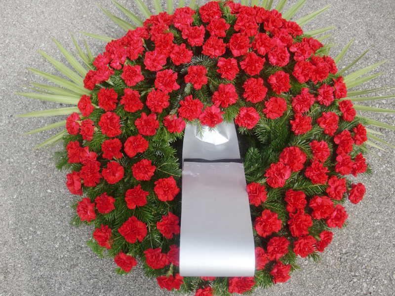 4 Trauerkranz mit roten Nelken