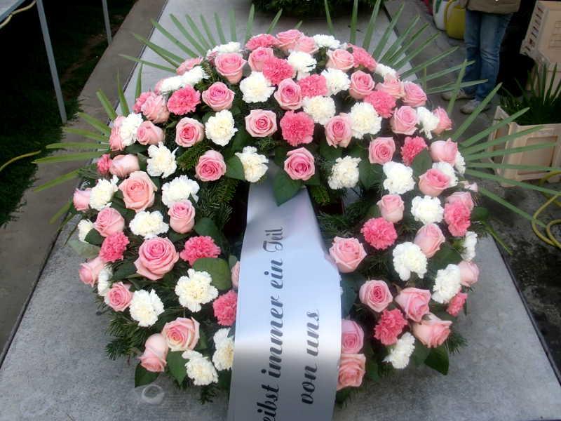 9 Trauerkranz rosa Rosen und Nelken weiße Nelken