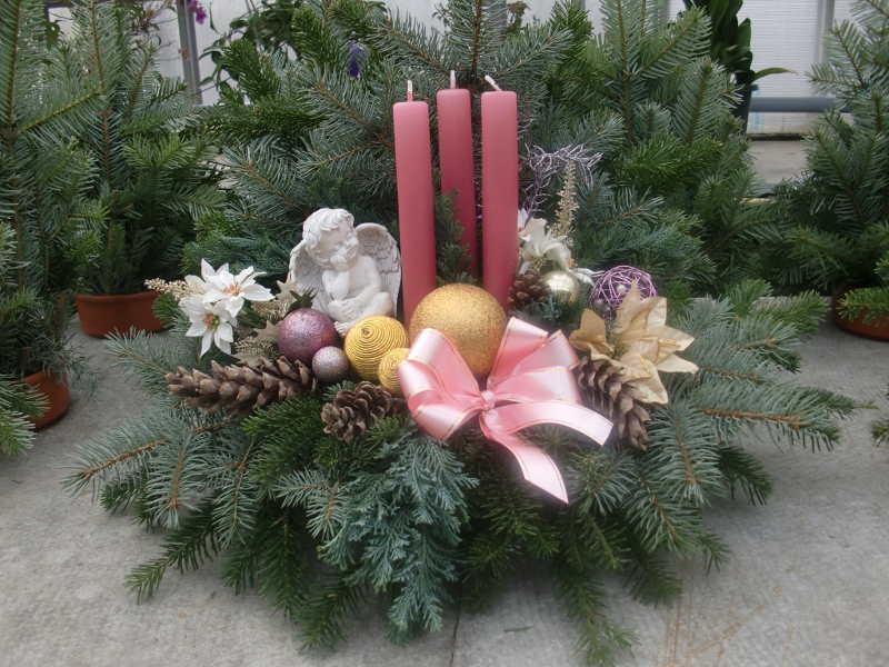 1 Weihnachtsgesteck rosa mit Engel