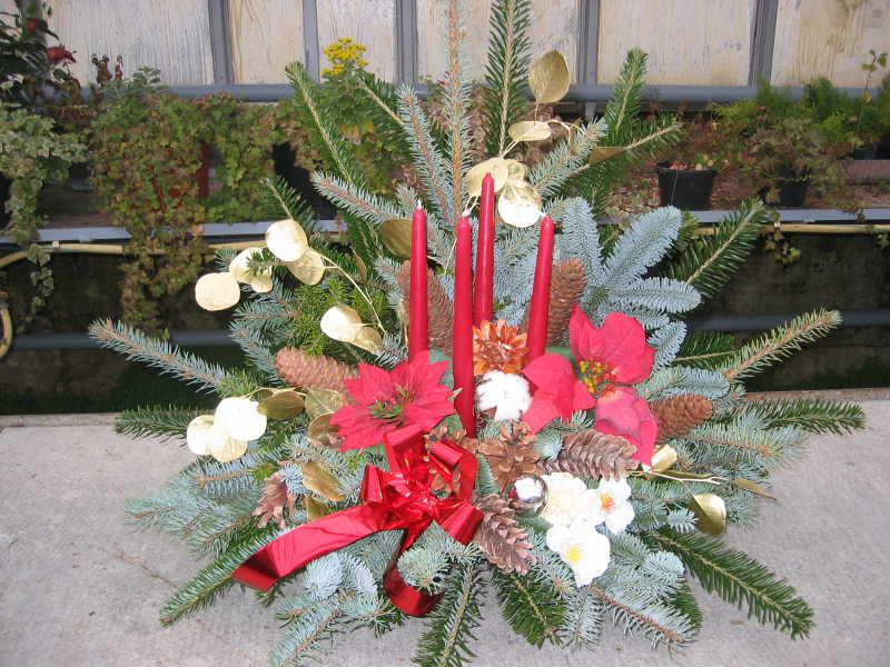 4 Weihnachtsgesteck rot und gold