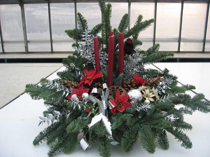 5 Weihnachtsgesteck rot und silber
