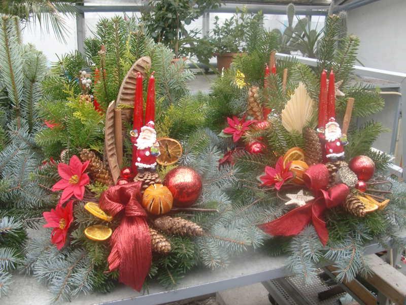 7 Weihnachtsgesteck mit Weihnachtsmann