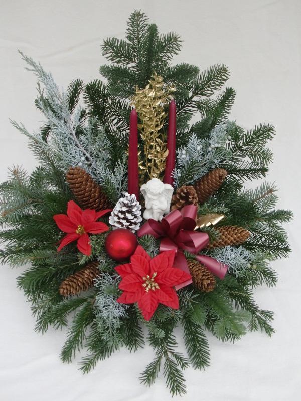 10 Weihnachtsgesteck mit roten Kerzen und Weihnachtssternen