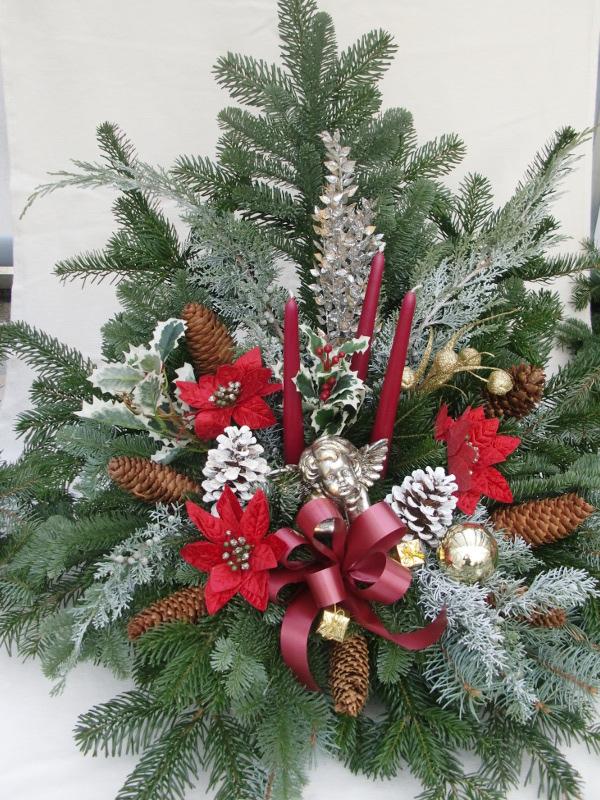15 Weihnachtsgesteck mit roten Kerzen und Weihnachtssternen