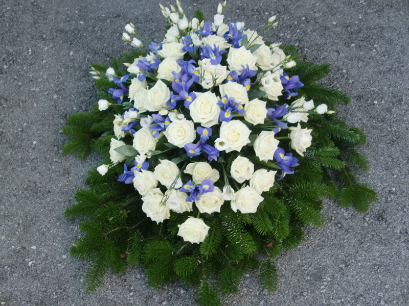 25 Bukett mit weißen Rosen, Iris und weißen Eustoma