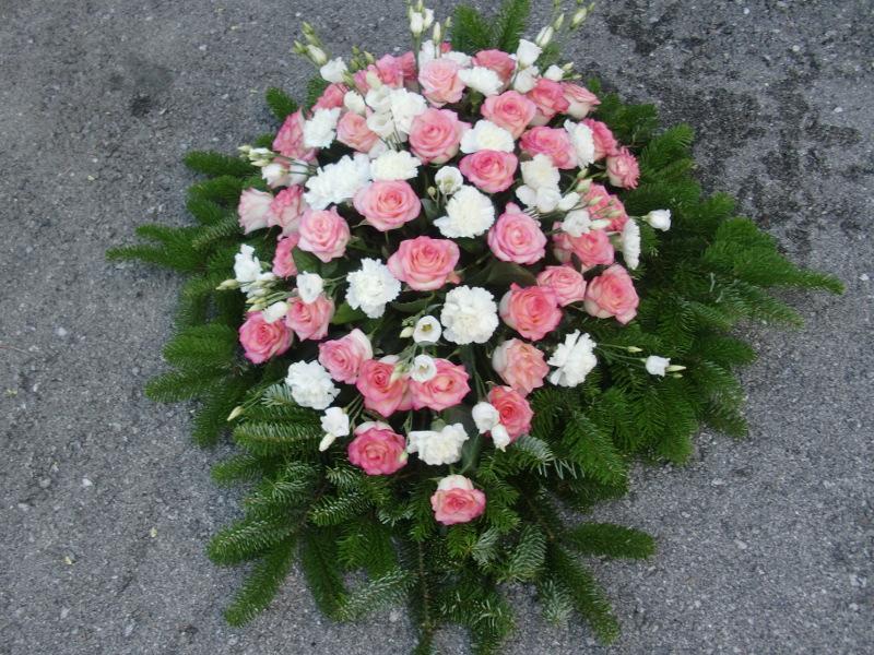 26 Bukett mit rosa Rosen, weißen Nelken und weißen Eustoma